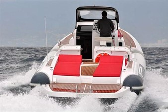 Pirelli PZERO 1100 Yacht Tender (Inboard Diesel) 8