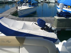 Sea Ray 330 Sundancer 9
