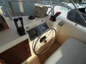 Custom Trawler 54 14