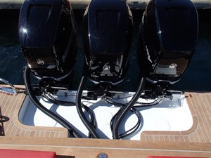 Pirelli PZero 1400 Outboard Edition 11