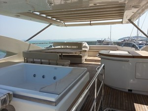 Aicon 85 Flybridge - Flybridge View