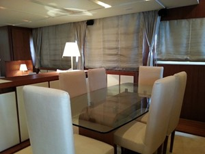 Aicon 85 Flybridge -Dinette