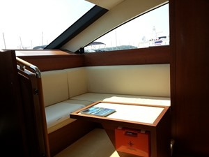 Aicon 85 Flybridge - Helm Sitting Area