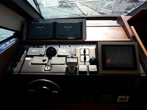 Aicon 85 Flybridge - Navigation (Port Side)