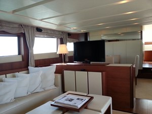 Aicon 85 Flybridge - Saloon Area