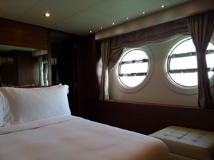Aicon 85 Flybridge - Cabin 1