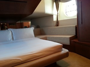 Aicon 85 Flybridge - Cabin 2