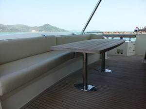 Aicon 85 Flybridge - Transom Seat