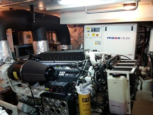 Aicon 85 Flybridge - Engine Room