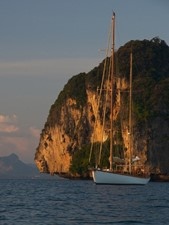 Ketch Classic Yacht 28m - Port bow view