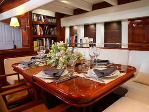 Aventure 5 Ketch Classic Yacht 28m - Saloon
