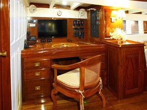 Ketch Classic Yacht 28m - Chart Table
