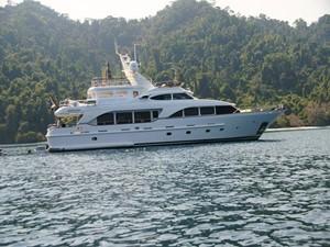 Azimut Benetti Tradition 100 -  Cruising