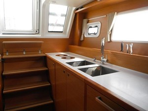 Lagoon 620 -  Galley  (Starboard)
