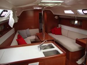 2009 Beneteau Oceanis 34 - Saloon