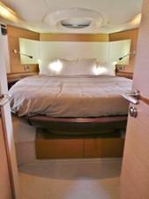 Azimut 43 Flybridge - master cabin