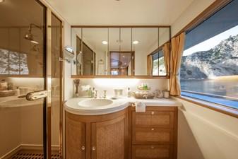 4e - Master Bathroom Monaco © YachtShot L058