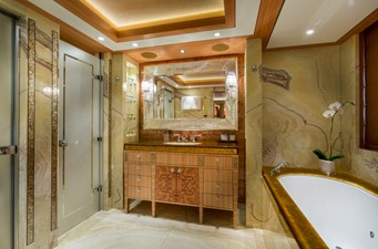 Solandge 32 Amber Bathroom