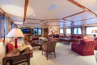 8_180712_ITASCA_Hi_Main deck living room_0098-credit Quin BISSET
