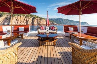 28_180712_ITASCA_Sun deck aft seating_Hi-0531-credit Quin BISSET