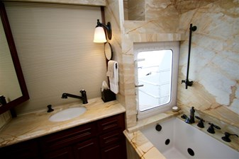 Master Stateroom Her Head