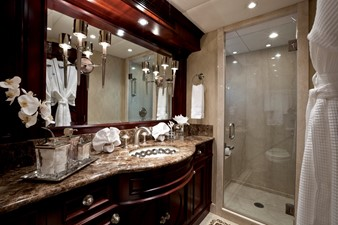 Guest Forward Starboard Bath