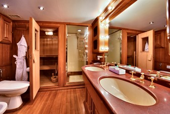 Owners ensuite with sauna
