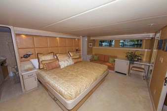 GOLDEN TOUCH 12 MASTER S/R  - Looking to Starboard - Drapes Up