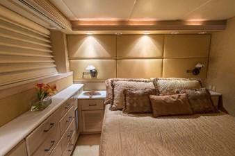 GOLDEN TOUCH 21 STARBOARD GUEST S/R - Berth & Dresser