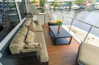 GOLDEN TOUCH 57 AFT DECK - Looking fo Starboard