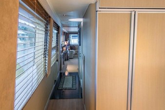 GOLDEN TOUCH 60 MAIN DECK - Stbd Companionway to Main Salon