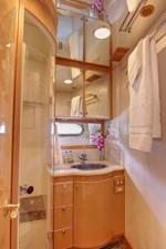Twin Cabin Bath / Dayhead