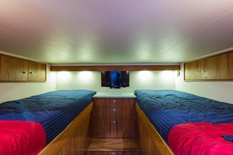 Axios 28 Aft Stateroom