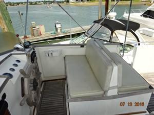 36' Grand Banks flybridge starboard