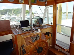 36' Grand Banks lower helm photo1