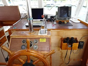 36' Grand Banks lower helm photo2