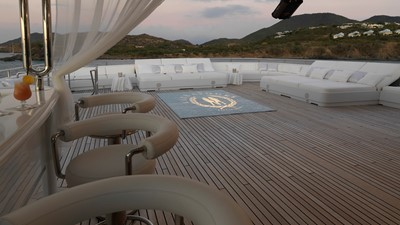 42 Sundeck in club mode
