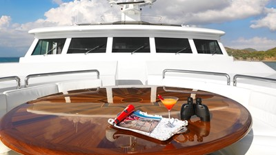 APOGEE 28 38 Foredeck private hideaway