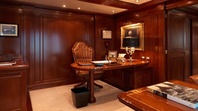 20 Master suite office