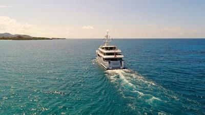 6 Apogee 63m codecasa charter superyacht aft running