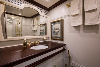 SHENANDOAH OF SARK 10 Guest Bath