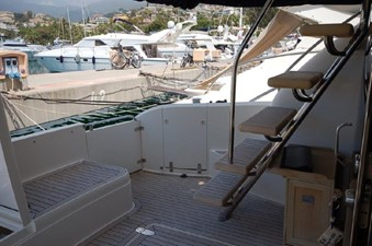 2004 Fairline Squadron 55  SYS YACHT SALES         Stairway