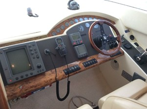 2004 Fairline Squadron 55  SYS YACHT SALES          Helm