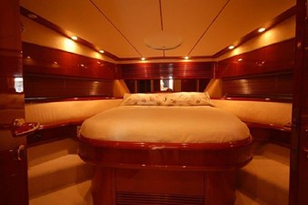 2004 Fairline Squadron 55  SYS YACHT SALES              Stateroom