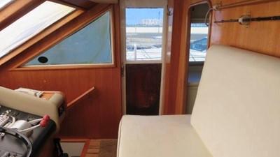 1989 63' Viking motor yacht Lower Helm