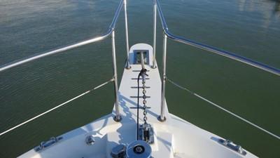 1989 63' Viking motor yacht Bow