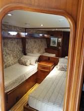 1989 63' Viking motor yacht cabin