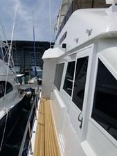 1989 63' Viking motor yacht side decks