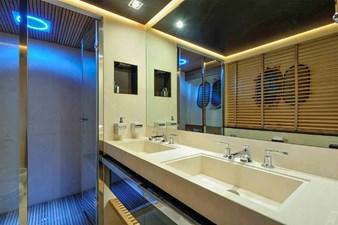 Bertona-Canados-116-Motor-Yacht-Master-Bathroom