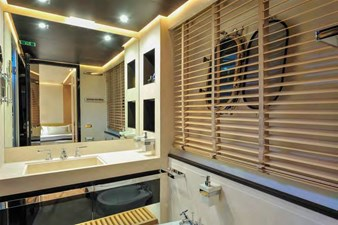 Bertona 22 Bertona-Canados-116-Motor-Yacht-VIP-Bathroom